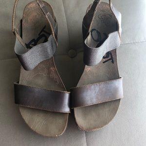 OTBT platform heels in bronze